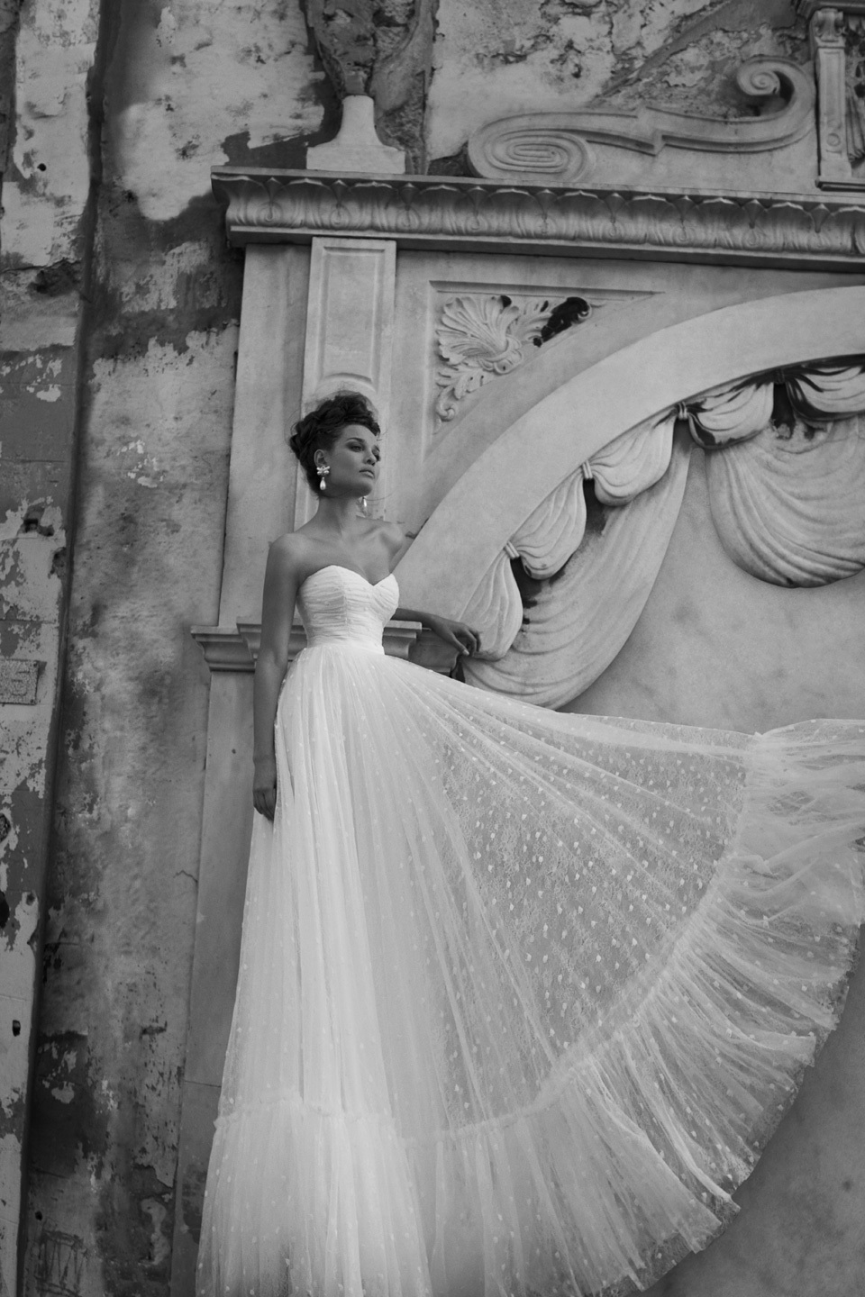 Sexy Open Back Pleats Tulle Bridal Gown Glamorous Sweetheart Neckline Floor-Length A-Line Wedding Dress 2015