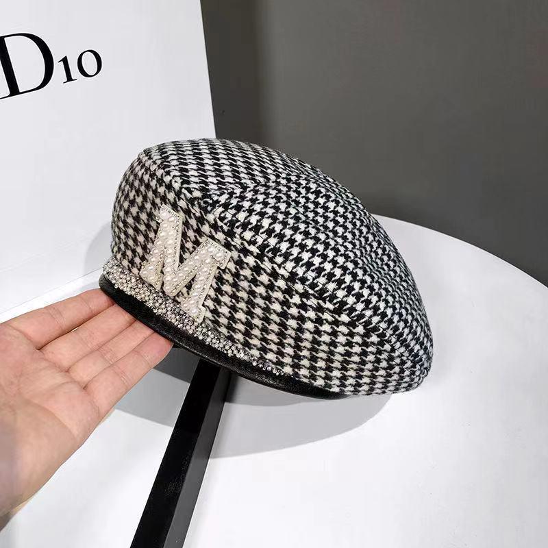 2021 New woman woolen beret autumn and winter octagonal cap market letter cap painter cap