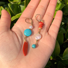 KOMi – boucles d'oreilles bohèmes pour femmes, bijoux de fête, Turquoises rouges et bleues, perles multicolores, faites à la main, D0132