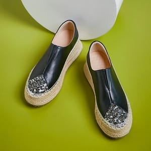 Image 2 - 여성 정품 가죽 슬립 온 플랫폼 플랫 로퍼 레저 부드러운 편안한 모카신 라인 석 대마 두꺼운 단독 캐주얼 신발