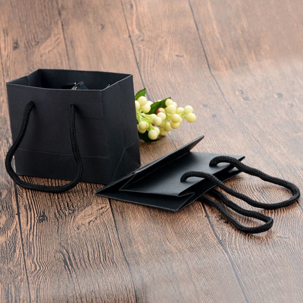 5 Pcs/lot Black High Quality Simple Gift Bag Kraft Paper Candy Box With Handle Wedding Birthday Party Gift Package Bag New Arriv