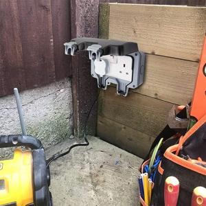 Image 5 - Presa a muro elettrica impermeabile esterno 13Amp Storm commutato 2 Gang UK IP66 uso esterno prese doppie Masterplug