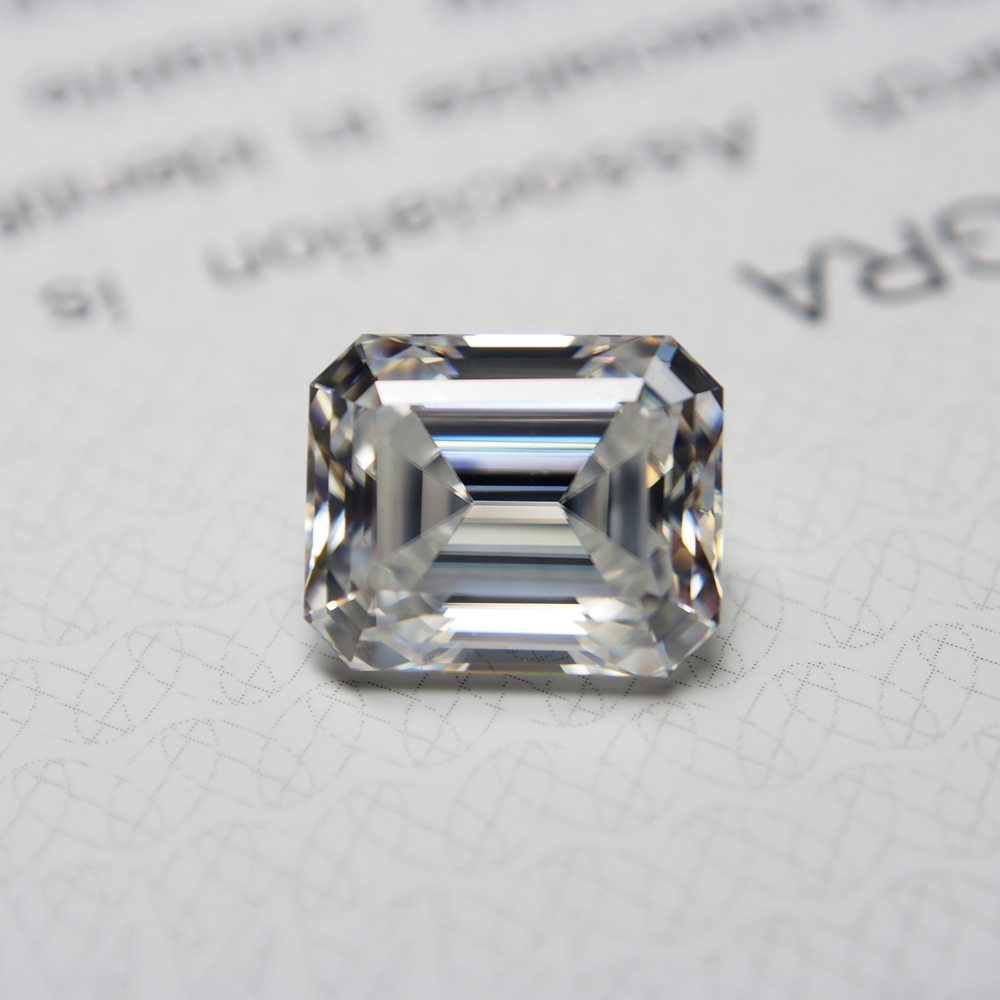 Lab Created diamond Emerald Cut 5*7mm 0.98 carat VVS Moissanite Super White Moissanite ring making image