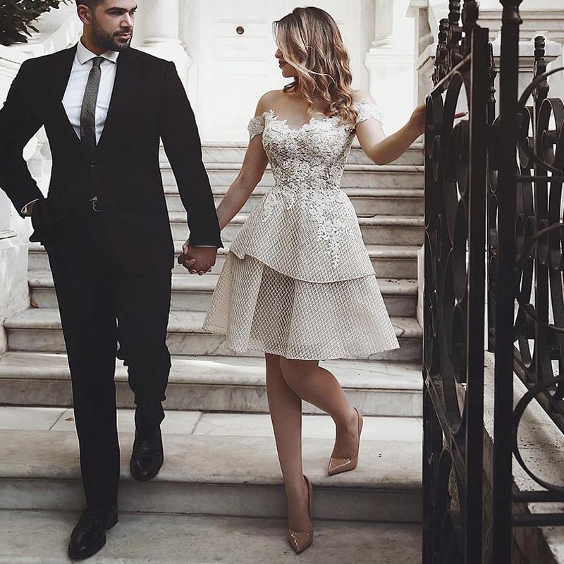 Off The Shoulder Short Wedding Dress 2019 Champagne Appliqued Lace Bride Dresses Knee Length Backless Wedding Gowns Custom