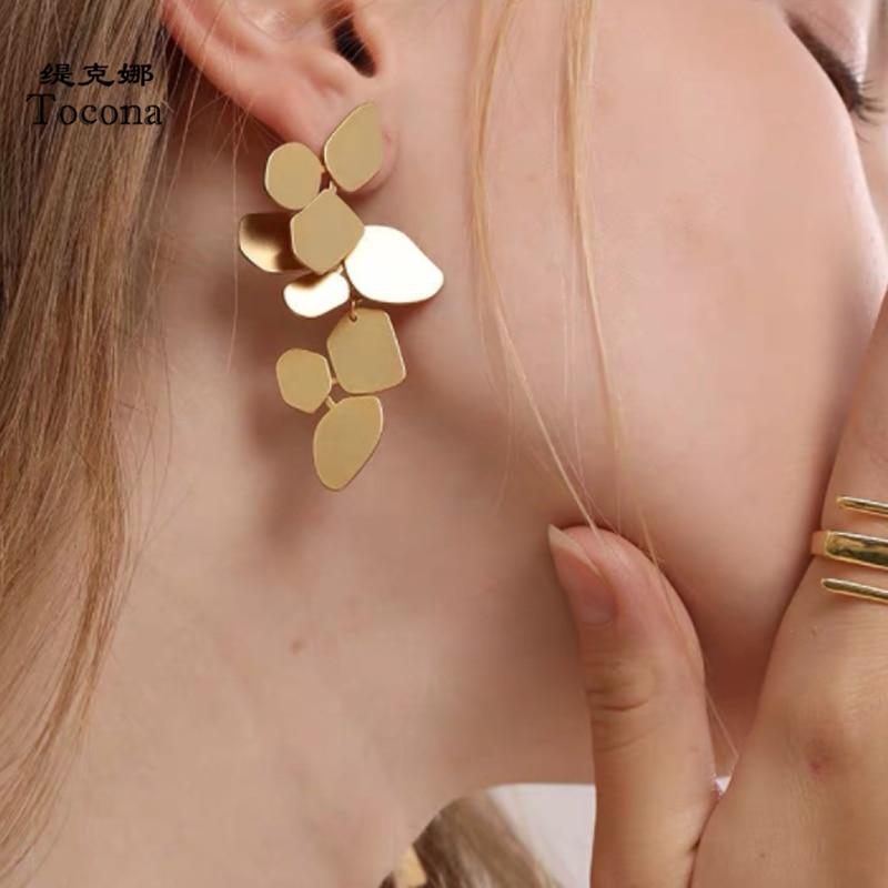 Tocona Elegance Leaf Gold Drop Earrings for Women Fashion Metal Geometry Dangle Earrings Jewelry Wholesale Pendiente 9002