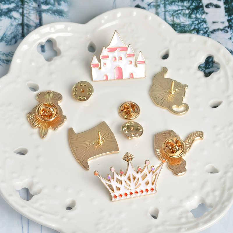 Queen Alice Wonderland Pin Bros untuk Wanita Lucu Topi Ajaib Botol Crown Enamel Pin Perhiasan Berwarna Merah Muda Gadis Kerah pin