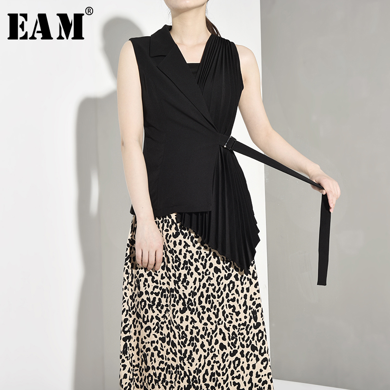 [EAM] Women Loose Fit Black Pocket Asymmetric Short Vest New V-collar Sleeveless Fashion Tide All-match Spring Autumn 2019 1A808