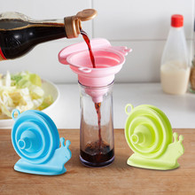 Kitchen Home Mini Food Grade Silicone Folding Telescopic Funnel Holding Snail Small Silica