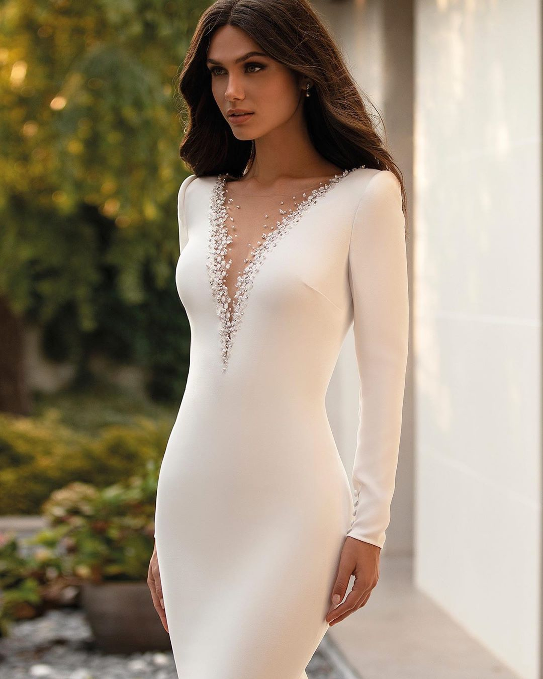 Vivian's Bridal Luxury Beading Crystal Appliques Mermaid Wedding Dress Simple Button Zipper Sweep Train Soft Satin Bridal Dress
