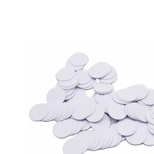 (100 pçs/lote) 13.56Mhz NFC 25 Adesiva Adesivo DOIS MILÍMETROS Coin Cartões Tags Ntag213 (Compatível Com 203) PVC À Prova D Água Para Todos Os Telefones NFC