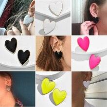 Уличные Стильные черные белые розовые желтые серьги-гвоздики в форме сердца для женщин, минималистичные корейские модные эмалированные серьги в форме сердца