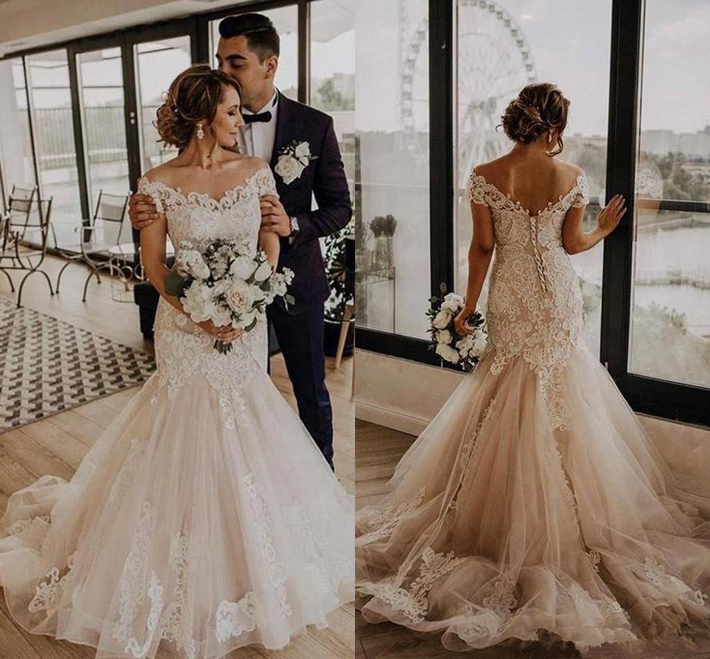 Vintage Lace Applique Wedding Dresses 2020 Plus Size Off Shoulder Sweep Train Bohemian Country Garden Bride Wedding Gown