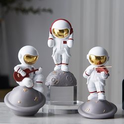 Modern Home Living Room Decoration Accessories Creative Nordic Resin Astronaut Statue Office Desk Decor Craft Birthday Gift