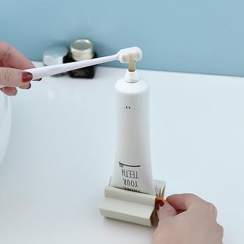 Wielofunkcyjne urządzenie do pasty do zębów płyn do demakijażu klipsy do wyciskania dozownik pasty do zębów leniwy ręczny tubka do pasty do zębów wyciskarka tanie i dobre opinie CN (pochodzenie) 38 grams 6x5 8x3 5cm Support