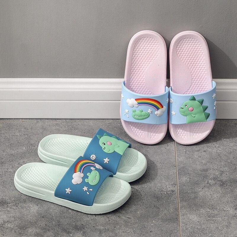 Kids Summer Slippers Girls Cartoon Rainbow Shoes Boys Cute Dinosaur Slippers Casual Beach Flip Flops Toddler House Shoe Pantufa