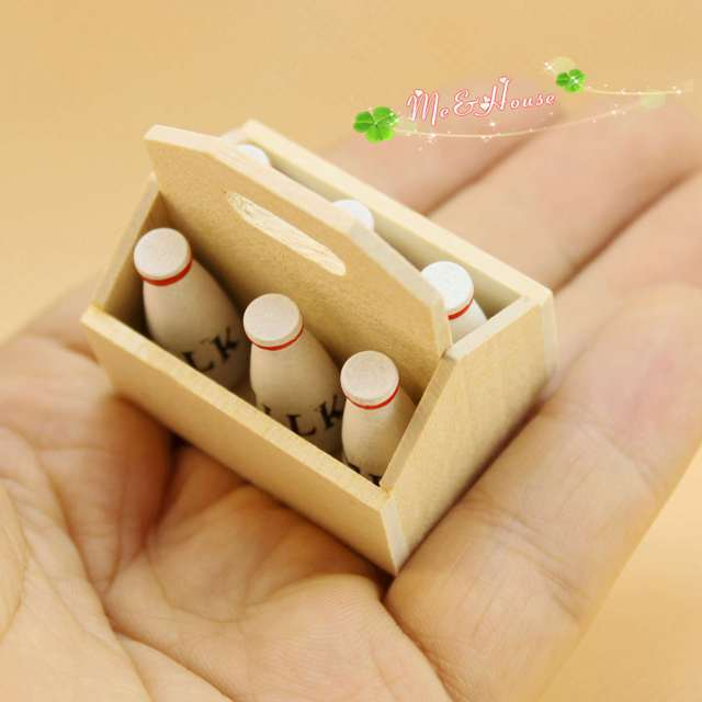 1: 12 Doll House Mini Play House Toys Model Wooden Basket With Six Bottles Of Milk