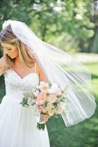 White Fingertip Length One Layer Wedding Veil Cut Edge Bridal Veil With Comb
