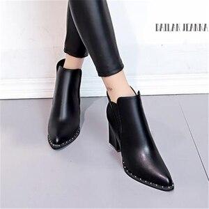 Image 3 - Stile europeo contratto Marea Ragazza Stivali Donna Stivali Rivetto Stile Britannico Martin Stivali Autunno Inverno 2020 Nuovo di Alta tacco alto scarpe
