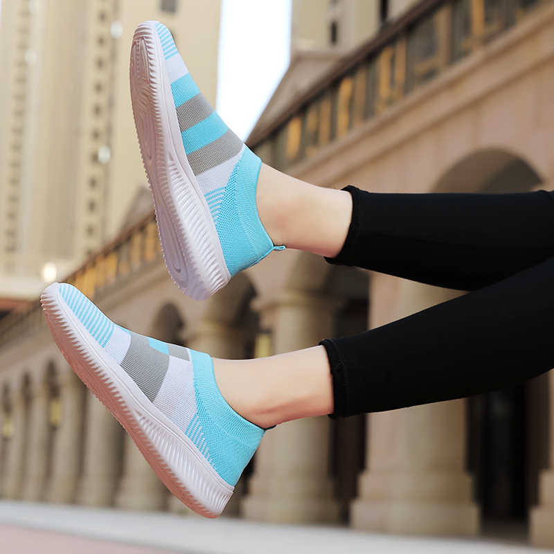 2020 Mới Đế Phẳng Giày Lưu Hóa Giày Tất Sneakers Nữ Lười Cho Mùa Hè Giày Đế Bằng Nữ Plus Kích Thước Cho Nữ Người Phụ Nữ 1950