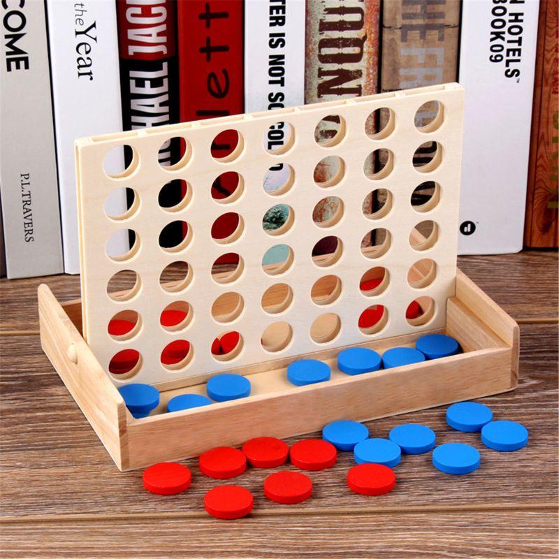 4 em uma Fileira. Quatro em uma linha de madeira jogo, linha 4, clássico brinquedo da família, jogo de tabuleiro para crianças e diversão da família y4ub