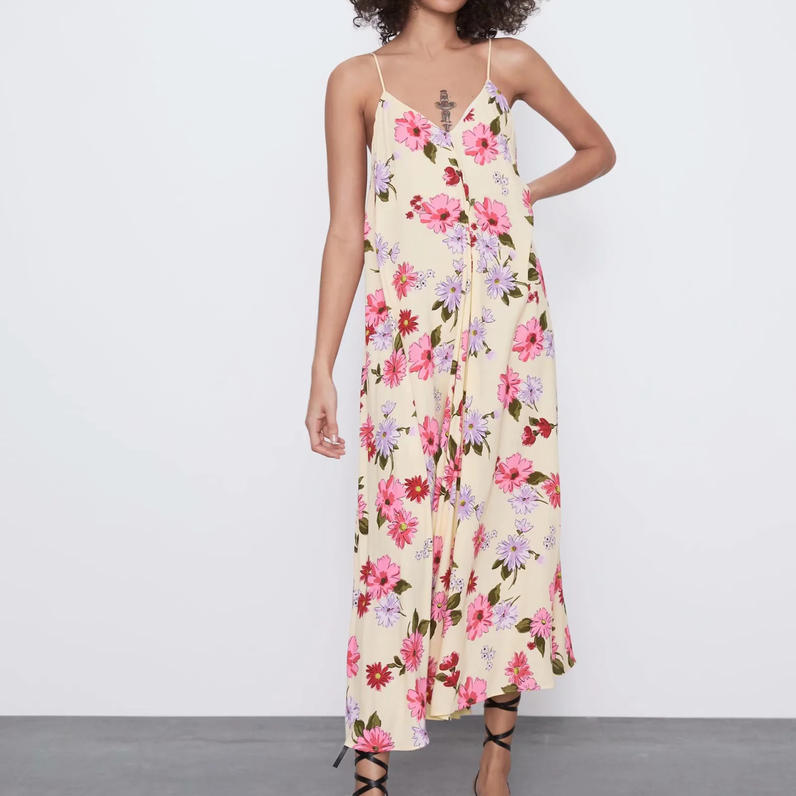2020 NEW women summer Vanilla floral print dress Flowing V-neck thin straps casual fashion female woman dresses