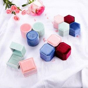 Image 4 - Kuololit 5 Stk/partij Fluwelen Hexagon Sieraden Dozen Voor Vrouwen Rood Roze Groen Blauw Ring Dozen Voor Bruiloft Engagement Bridal Gift nieuwe