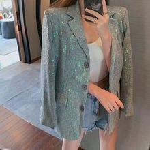 Модное осеннее пальто с разноцветными блестками в тяжелой промышленности