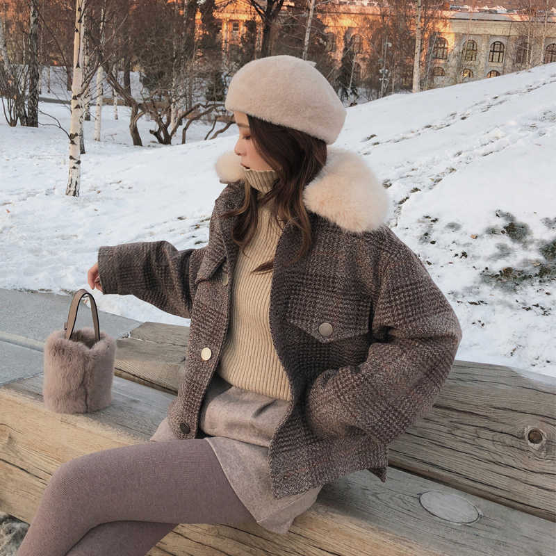 Mishow 2019 Women New winter clothing thicken woolen jacket female Korean version of the short loose Plaid woolen coat MX18D9536