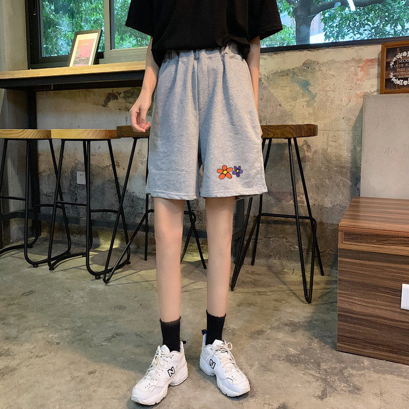Women Casual Shorts New 2020 Summer Fashion Korean Style Floral Embroidery Loose Elastic High Waist Shorts Woman P475