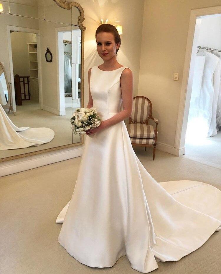 Moins cher Boho a-ligne bijou dos nu robe de mariée 2019 chapelle Train Satin robe de mariée arc sur dos pays mariée robes
