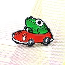 Зеленая лягушка водит красная брошь автомобиль мультфильм оригинальность забавная интересная рубашка значок Броши пуссеты с орнаментом для детей