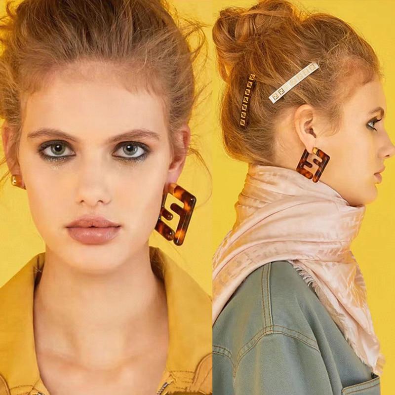 Модные геометрические серьги-гвоздики с буквой F, современные женские серьги с леопардовым принтом из смолы