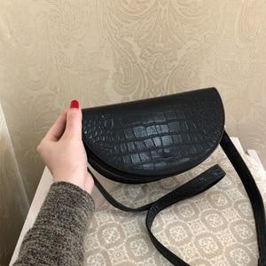Image 3 - MABULA Mode Krokodil Halbkreis Crossbody Tasche Sattel Taschen Schulter Tasche PU Leder Luxus Handtasche Für Frauen Umhängetasche