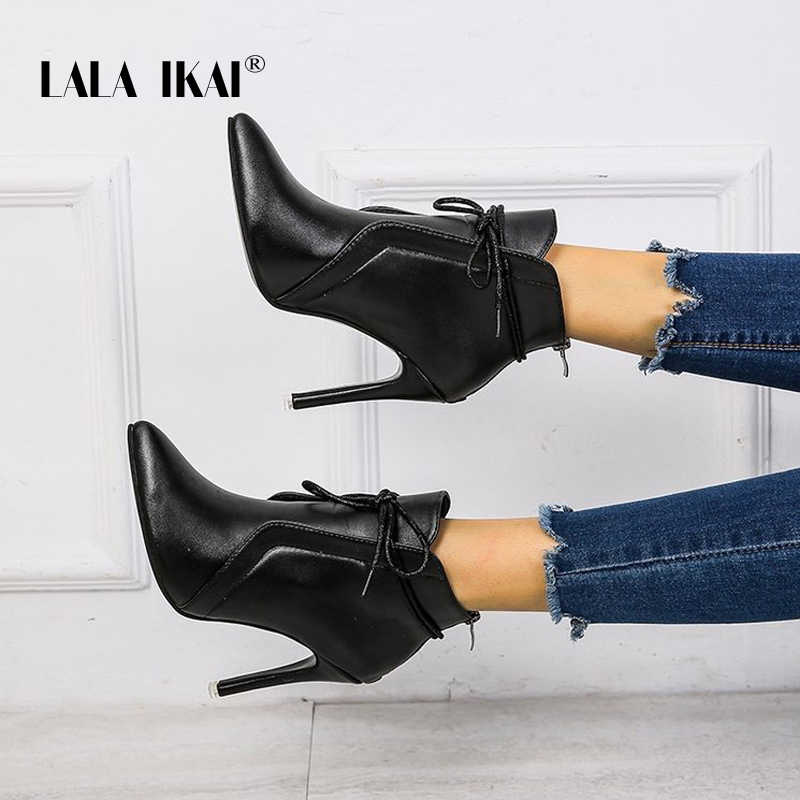 LALA IKAI 2020 siyah yarım çizmeler kadın sonbahar kış ince topuklu pompalar kadın PU deri dantel-up sivri burun botları XWA9481-4