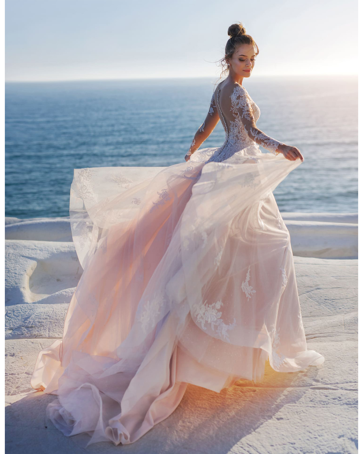 Sexy Boho Wedding Dress 2020 New Applique See Through Back Beach Dress Scoop Neck Tulle Bridal Gown Court Train Wedding Gowns