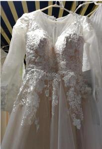 Image 3 - Romantyczne koronkowe aplikacje linia długie rękawy suknie ślubne 2020 z wycięciem przyciski powrót piętro długość suknia dla panny młodej szampana