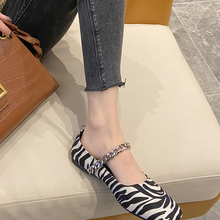 Ladies single shoes summer new fashion retro style zebra pattern chain flat shallow mouth comfortable casual shoes.