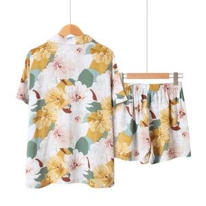 Image 2 - Yaz saten kısa kollu Pijama kadınlar için dönüş yaka yaka Pijama çiçek baskı Pijama Mujer şort ev giysileri Pj seti