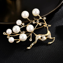 High-end brooches for women enamel pin New Fashion Jewelry hijab pins Dress Accessories Christmas jewelry pearl Deer brooch pins real natural pearl brooch for women pearl brooch fashion jewelry classic charm high quality accessories pin