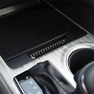 Image 4 - Mutips compartimento central para coche, cubierta de caja de almacenamiento, tira de ranura, embellecedor de fibra de carbono, moldura Interior para Toyota Camry 2018 2019