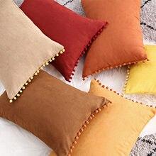Замшевый чехол для подушки декоративный мягкий бархатный с помпоном