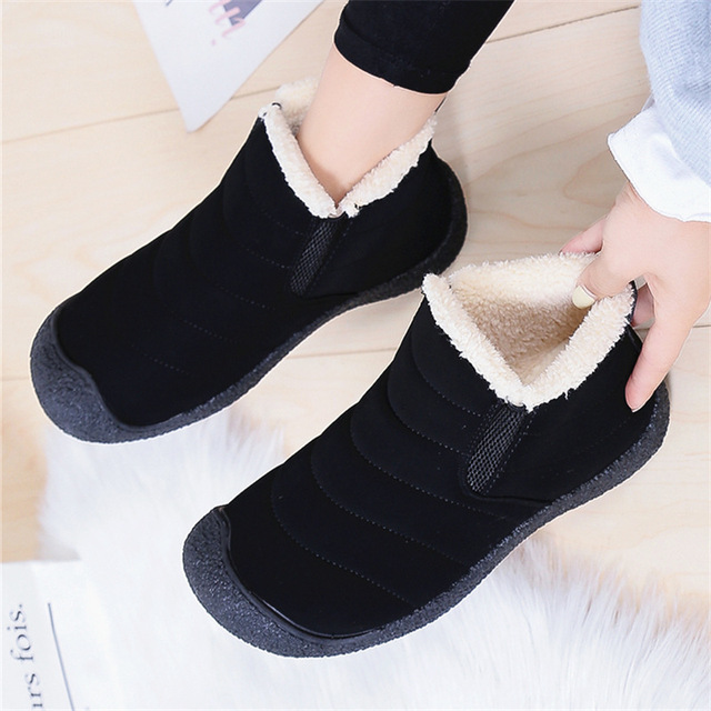 Grande taille 35-46 en peluche femmes chaussures hiver Couple unisexe neige bottes chaud fourrure bottes décontractées femmes sans lacet mère chaussures dhiver