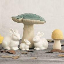Linda família coelho lebre branca animal casa decoração decoração de mesa de cerâmica artesanato enfeites de fadas em miniatura paisagem do jardim de fadas