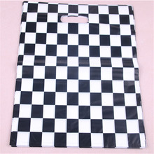 цена на Fashion Black and White Grid Plastic Shopping Bags 10pcs/lot Favor Large Clothing Package Bags