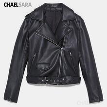 Женская куртка из искусственной кожи черная приталенная короткая