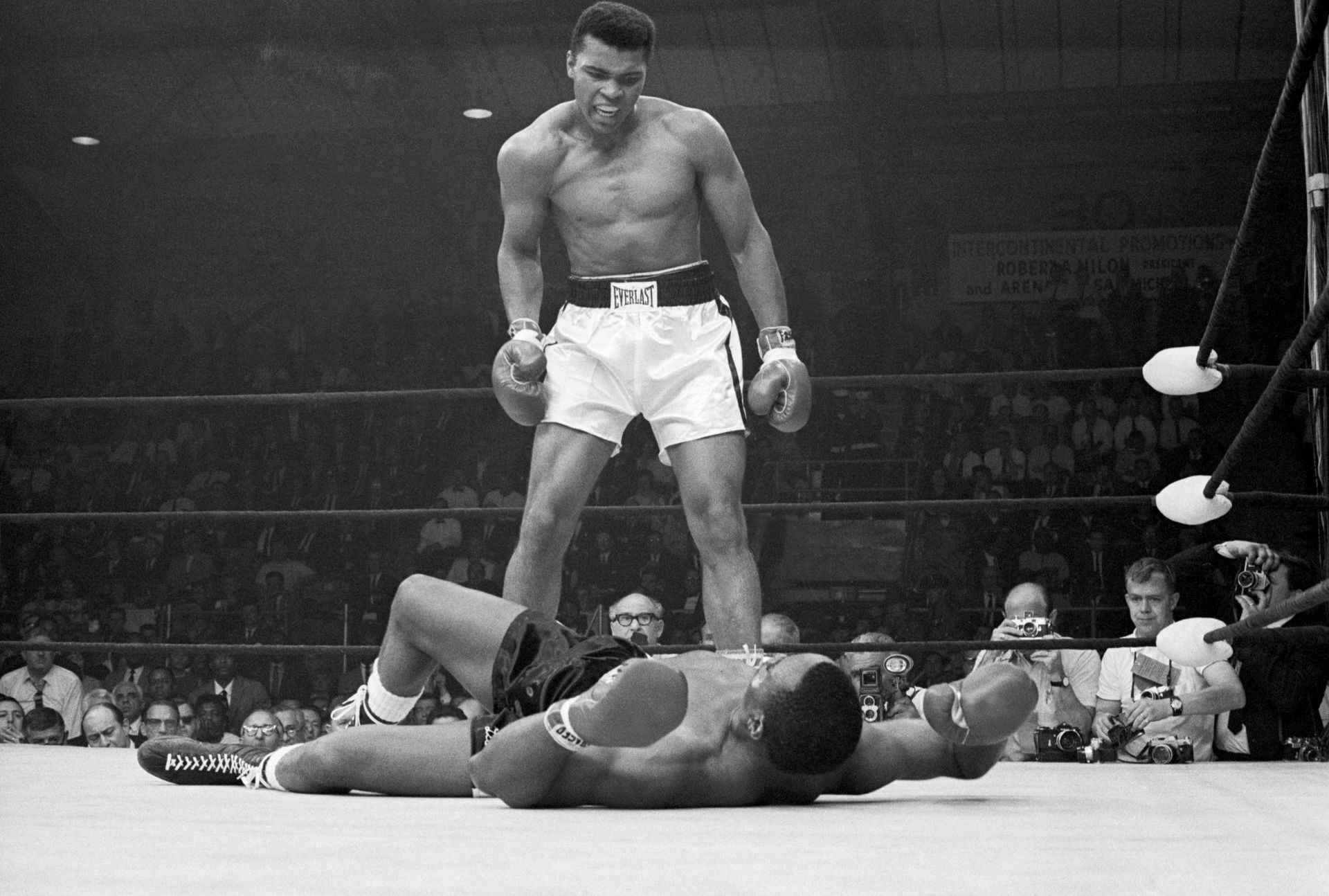 Mohammed Ali VS Sony Liston Sports Poster Wall Canvas Art Canvas Painting Decorative Painting for Boy Room Sports Star Picture