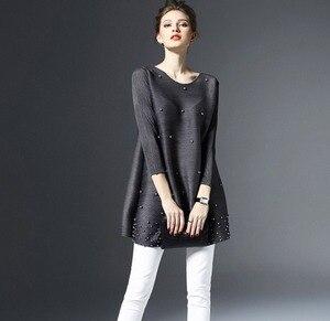 Image 2 - Primavera mujer ropa camiseta larga Simple Please plisado Midi manga suelta camisas de color liso rebordear Casual camiseta ropa de trabajo