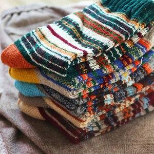 Image 4 - Hiver nouveau hommes épais chaleur Harajuku rétro haute qualité rayé mode laine chaussettes décontractées 5 paire