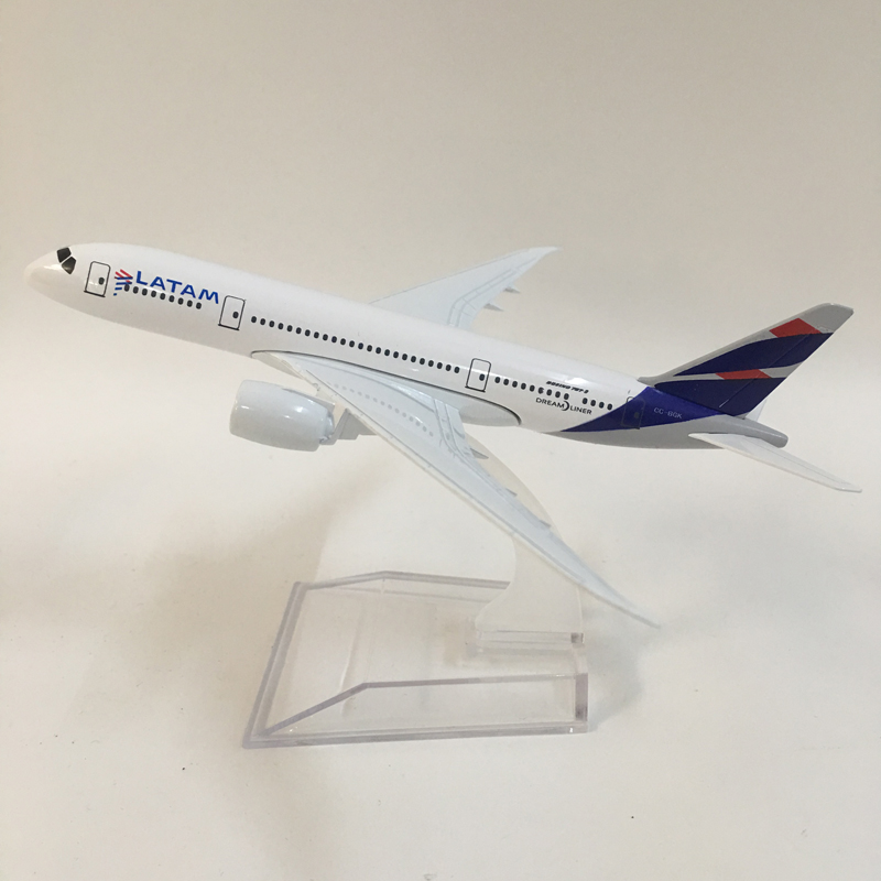 Model Plane Brazil LATAM Airline Boeing 787 16cm Alloy Metal Model Airplane Kids Toys Birthday Gift FREE SHIPPING