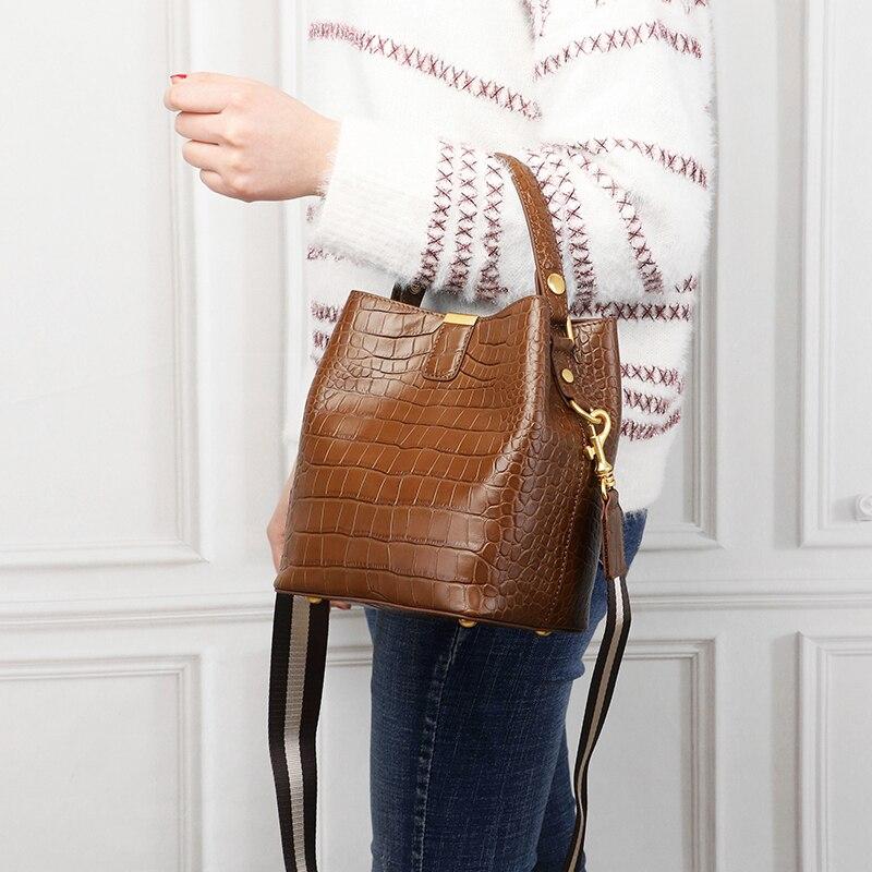 Bagaj ve Çantalar'ten Üstten Saplı Çanta'de Burminsa Kış Küçük Timsah Desen Kova omuz çantaları Kadın Hakiki deri çantalar Yüksek Kaliteli Bayan postacı çantası'da  Grup 2